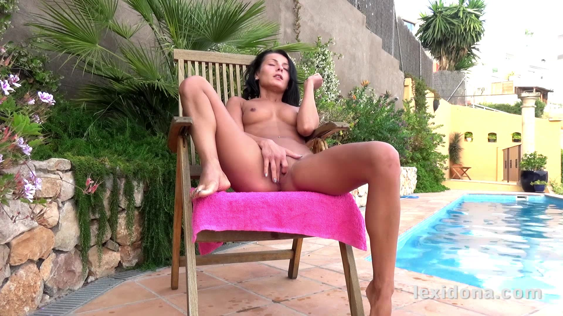 Lexi Dona rubs her pussy and fingers herself